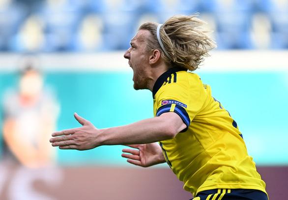 Thắng Slovakia, Thuỵ Điển rộng cửa vào vòng 16 đội - Ảnh 1.