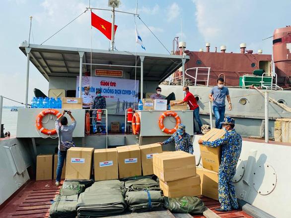Chương trình Cùng biên giới chống dịch COVID-19 đến với cán bộ, chiến sĩ Vùng 5 hải quân - Ảnh 3.