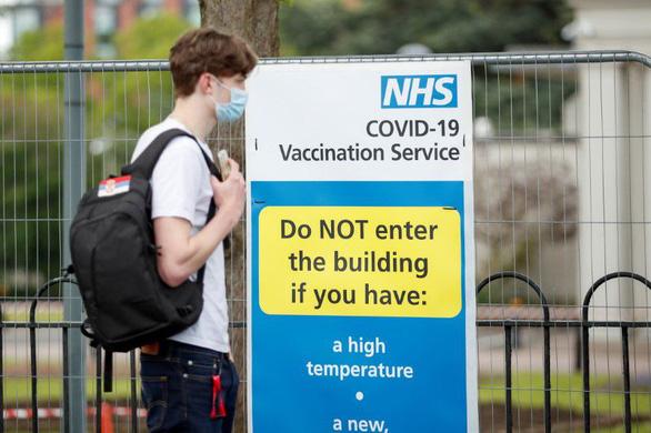 Ca mới tăng gấp đôi ở Anh: Người trẻ và chưa tiêm vắc xin - Ảnh 2.