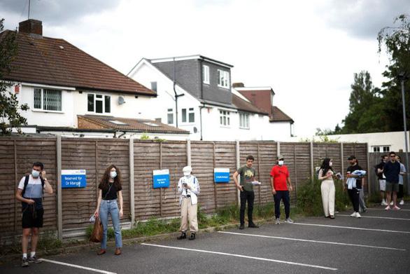 Sợ bị kiện, Chính phủ Anh tính mở cửa cho đi lại quốc tế - Ảnh 2.