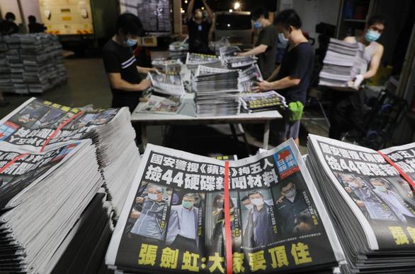 Nhật báo Apple ở Hong Kong từ 100.000 lên 500.000 bản in sau khi bị khám xét - Ảnh 1.