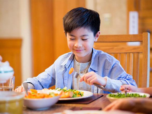 10 năm vàng: Góc nhìn mới về dinh dưỡng và năng lượng cho lứa tuổi học đường - Ảnh 1.