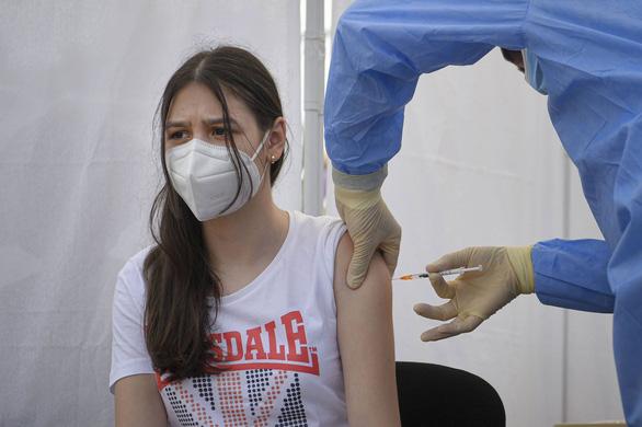 Các biến thể virus SARS-CoV-2 dùng chiêu nào để lây nhiễm?  - Ảnh 2.