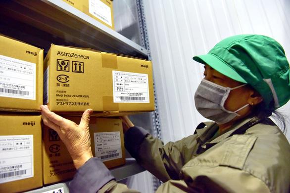 Thứ trưởng Nguyễn Trường Sơn: 836.000 liều vắc xin COVID-19 sẽ được tiêm ở TP.HCM trong 5-7 ngày tới - Ảnh 1.