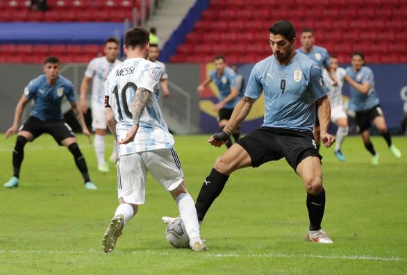 Messi tỏa sáng giúp Argentina có trận thắng đầu tiên ở Copa America 2021 - Ảnh 1.