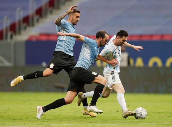 Messi tỏa sáng giúp Argentina có trận thắng đầu tiên ở Copa America 2021 - Ảnh 2.