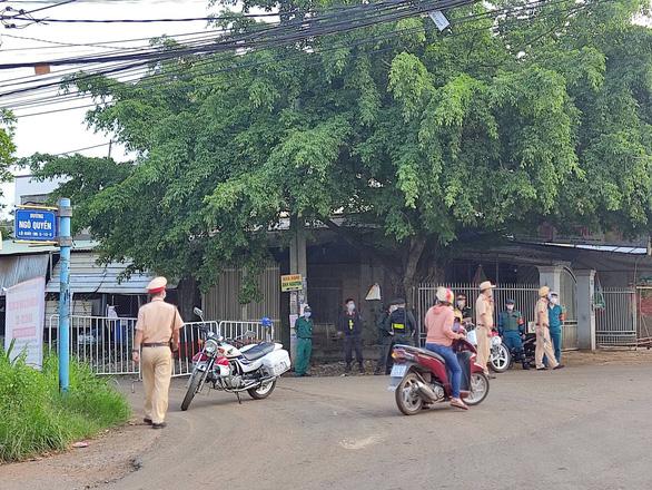 Thợ hồ nghi nhiễm COVID-19 đi nhiều nơi, Đồng Nai phong tỏa 3 khu vực ở Long Khánh - Ảnh 2.