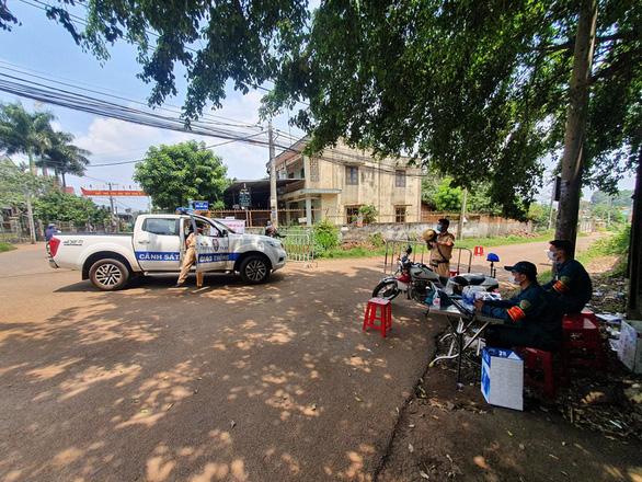 Thợ hồ nghi nhiễm COVID-19 đi nhiều nơi, Đồng Nai phong tỏa 3 khu vực ở Long Khánh - Ảnh 3.