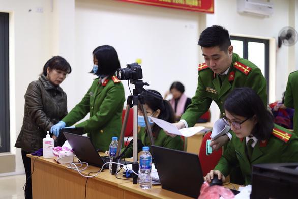 Bộ Công an đề nghị các cơ quan không yêu cầu người dân cung cấp giấy xác nhận số CMND - Ảnh 1.