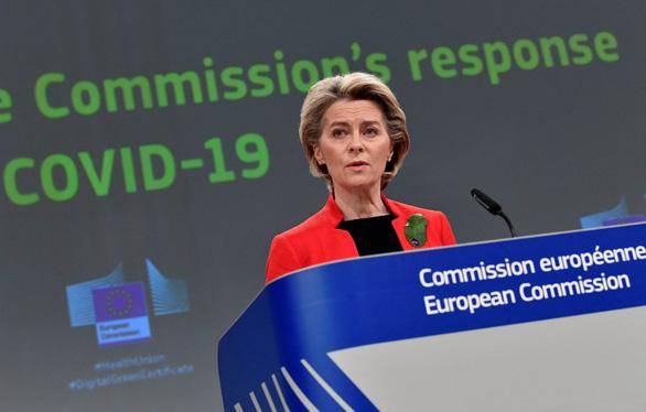 EU thua kiện, không bắt được AstraZeneca tăng tốc giao vắc xin - Ảnh 1.