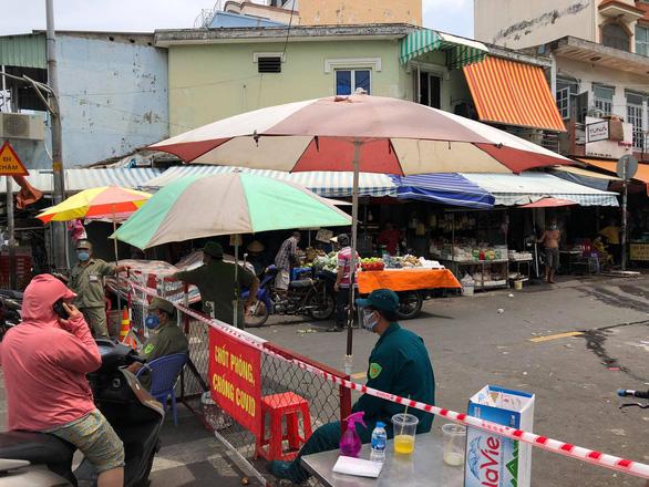 TP.HCM có 135 ca COVID-19 trong 24 giờ qua, trong đó 35 ca liên quan một chợ ở Bình Tân - Ảnh 1.