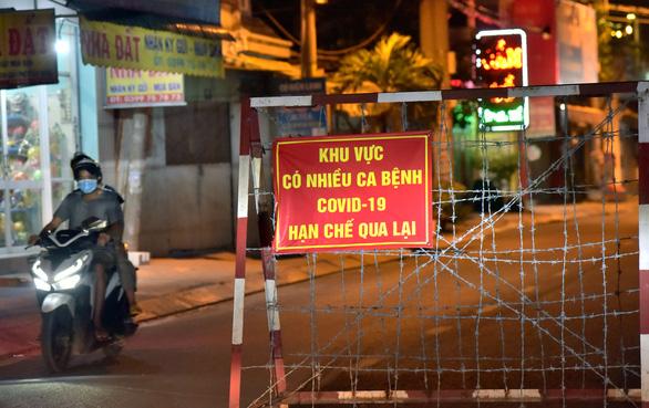 TP.HCM sẵn sàng cho việc phong tỏa 3 khu phố, 3 ấp chống dịch - Ảnh 1.