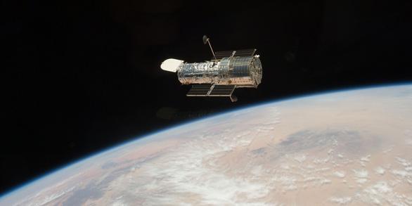 Mắt thần của Trái Đất, kính viễn vọng Hubble, bị sự cố phải ngừng hoạt động - Ảnh 1.
