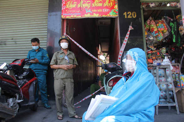 Phong toả hơn 1.300 hộ dân để xét nghiệm, tìm người tới quán cơm ở Đà Nẵng - Ảnh 2.