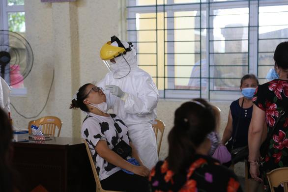 Một người dương tính lần 1 do tiếp xúc gần với tài xế mắc COVID-19 đi xuyên Việt - Ảnh 1.