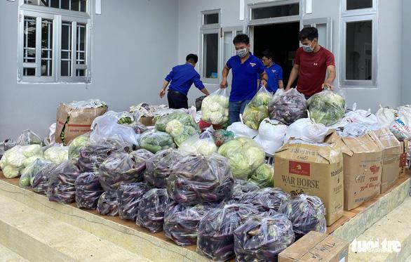 Lâm Đồng chuyển 55 tấn nông sản Đà Lạt ủng hộ bà con TP.HCM chống dịch - Ảnh 1.