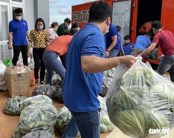 Lâm Đồng chuyển 55 tấn nông sản Đà Lạt ủng hộ bà con TP.HCM chống dịch - Ảnh 2.