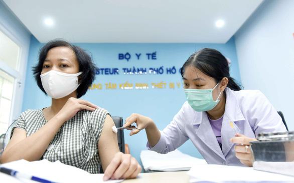 TP.HCM ưu tiên tiêm vắc xin ngừa COVID-19 cho công nhân - Ảnh 1.
