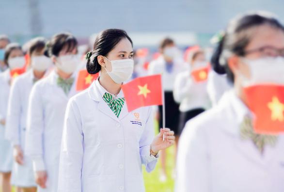 350 bác sĩ, điều dưỡng, nhân viên VNVC tham gia tiêm chủng - Ảnh 1.