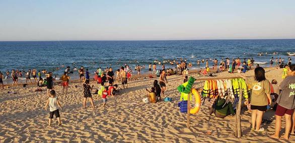 Phú Yên: Tạm dừng tắm biển Tuy Hòa từ ngày 3-6 - Ảnh 1.