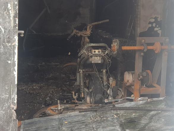 Cháy nhà Tân Phú lúc nửa đêm, vợ chết, 2 cha con bị thương - Ảnh 3.