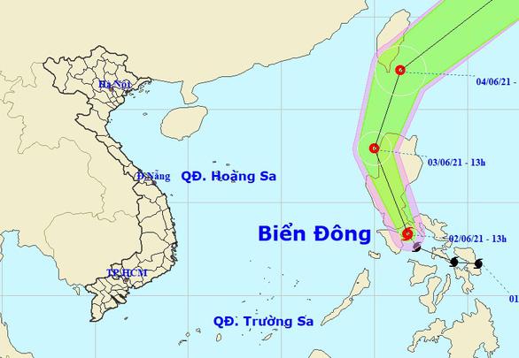Bão đi dọc Philippines nhưng gây mưa cho miền Nam - Ảnh 1.