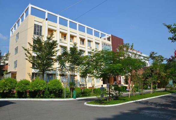 Bệnh viện Phạm Ngọc Thạch tách đôi, một nửa phục vụ điều trị COVID-19 - Ảnh 1.