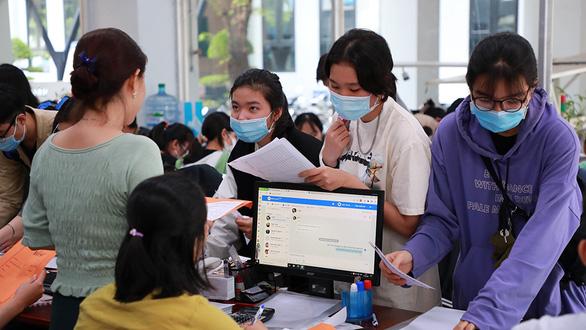 Nhiều đại học thay đổi hình thức nhận hồ sơ đăng ký xét tuyển - Ảnh 1.