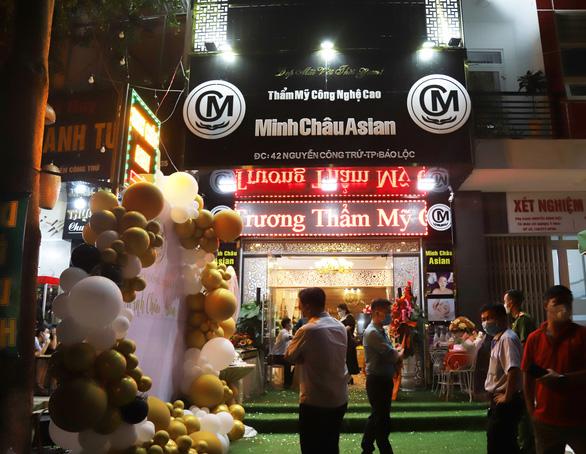Phạt tiền, rút giấy phép thẩm mỹ viện Minh Châu Asian khai trương không phép, tấn công phóng viên - Ảnh 4.