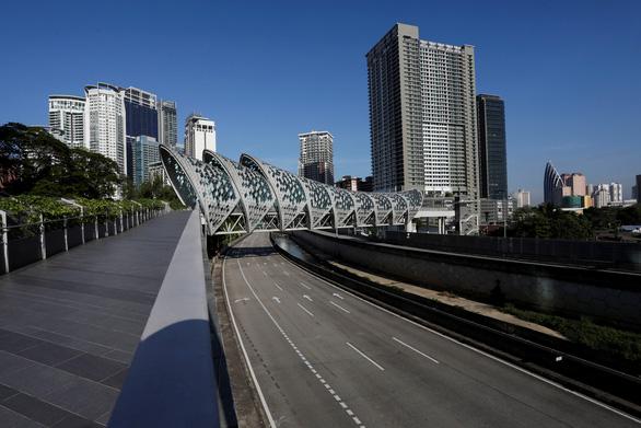 Malaysia im ắng trong hai tuần phong tỏa toàn quốc ngăn thảm họa - Ảnh 1.
