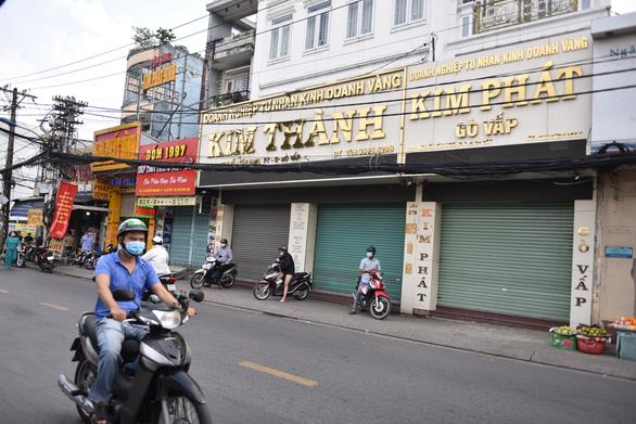 Tiệm vàng đóng cửa do dịch COVID-19, giá vàng miếng SJC bán ra 57,6 triệu đồng/lượng - Ảnh 1.