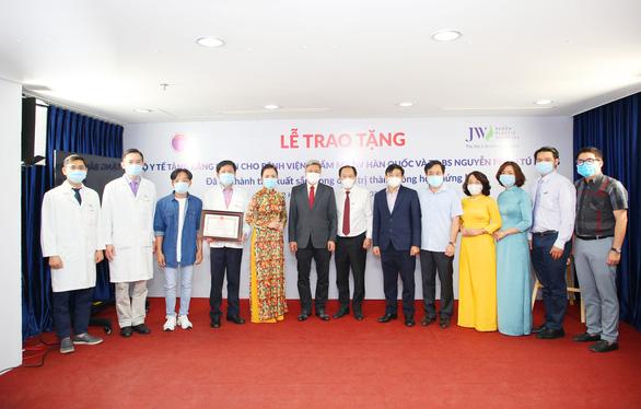 Bác sĩ Tú Dung nhận cúp vàng Thành tựu y khoa Việt Nam 2020 - Ảnh 4.
