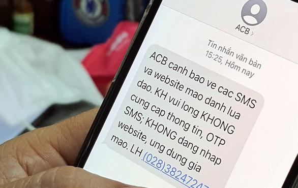 Ngân hàng cảnh báo các tin nhắn giả mạo lừa tiền bùng phát cùng dịch COVID-19 - Ảnh 1.