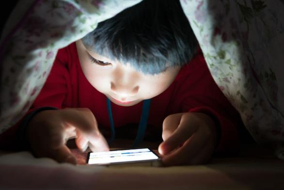 Thế giới sẽ có một thế hệ trẻ em thị lực kém sau đại dịch? - Ảnh 1.