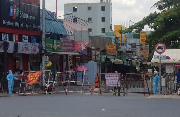 3 khu phố phong tỏa tại Bình Tân: Không ai đến nhà ai, không cho ai vào nhà mình - Ảnh 2.