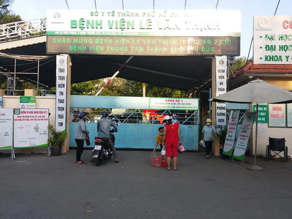Tìm người đến Bệnh viện Lê Văn Thịnh và nhiều nơi ở Gò Vấp vì có ca COVID-19 - Ảnh 1.