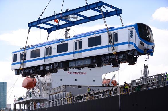 Thêm 2 đoàn tàu metro số 1 cập cảng Khánh Hội - Ảnh 1.