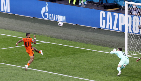 Những 'chân gỗ' đắt giá tại Euro 2020 - Ảnh 4.