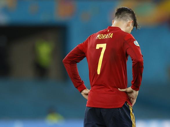 Những 'chân gỗ' đắt giá tại Euro 2020 - Ảnh 2.