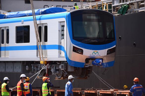 Thêm 2 đoàn tàu metro số 1 cập cảng Khánh Hội - Ảnh 2.