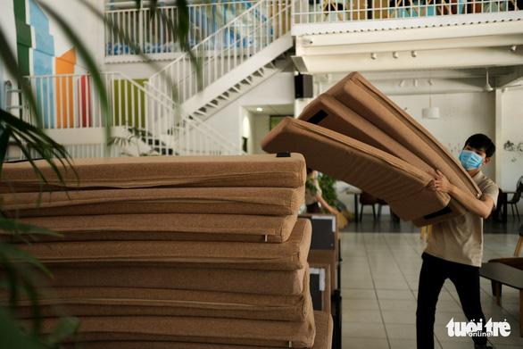 Đà Nẵng: Hàng quán mới mở mấy ngày lại phải đóng cửa vì dịch - Ảnh 2.