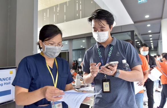 Mỗi ngày TP.HCM nỗ lực tiêm vắc xin cho 200.000 người - Ảnh 1.