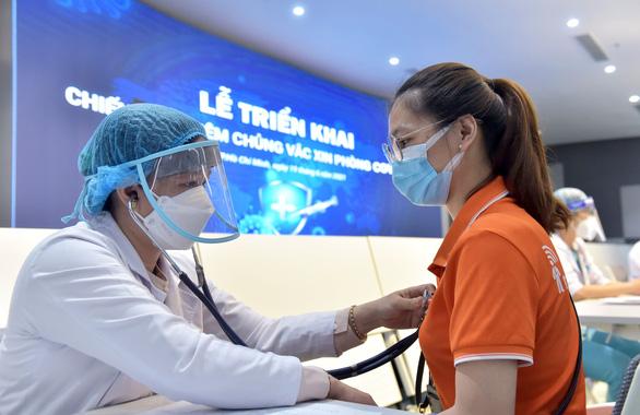 Mỗi ngày TP.HCM nỗ lực tiêm vắc xin cho 200.000 người - Ảnh 8.