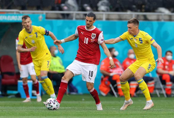 Áo nối gót Hà Lan vào vòng 16 đội, Ukraine phải chờ - Ảnh 1.