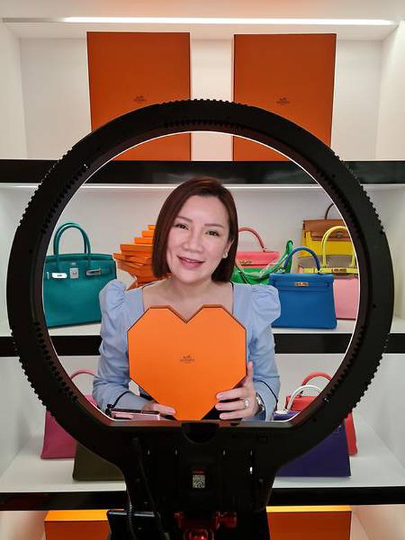 Livestream bán hàng hiệu, thành công ở Trung Quốc, thất bại ở Singapore - Ảnh 2.