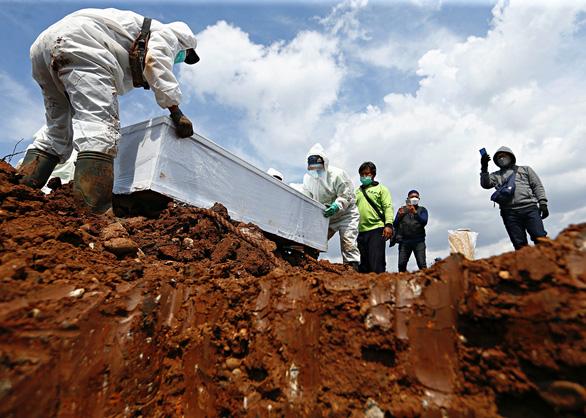 Indonesia: Kỷ lục hơn 14.500 ca một ngày, tổng 2 triệu ca, cao nhất Đông Nam Á - Ảnh 1.