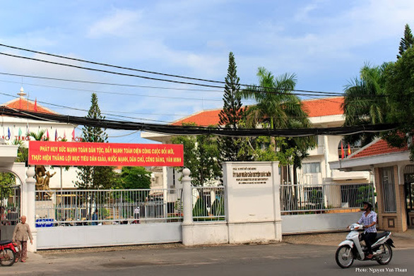 UBND huyện Hóc Môn ngưng tiếp nhận hồ sơ trực tiếp để phòng dịch COVID-19 - Ảnh 1.