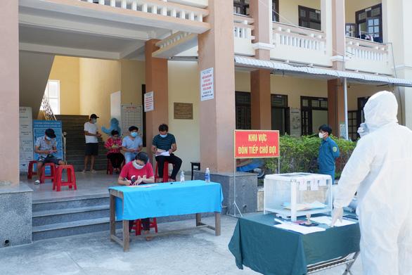 Quảng Nam sẽ cách ly tập trung người về từ Bình Dương từ ngày 22-6 - Ảnh 1.