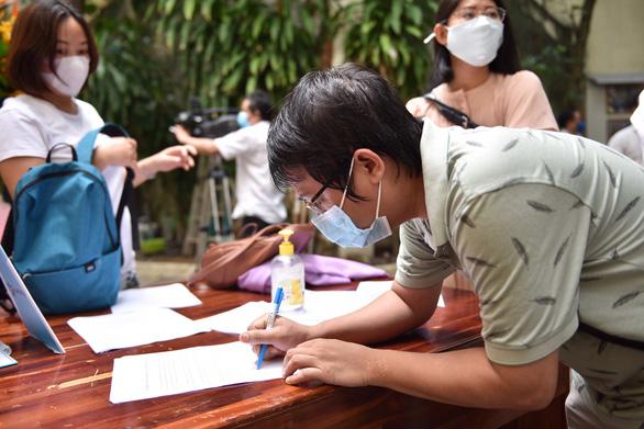 Các nhà báo TP.HCM được tiêm vắc xin COVID-19 - Ảnh 3.