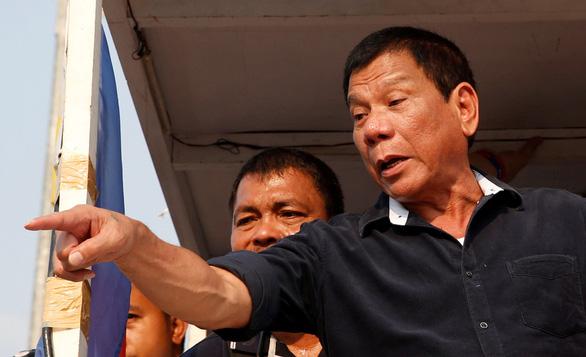 Tổng thống Duterte: Ai không chích vắc xin COVID-19 sẽ bị bắt và chích vô mông - Ảnh 1.